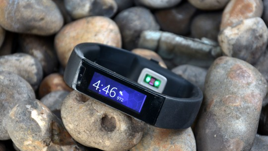 microsoft-band-front-on-rocks